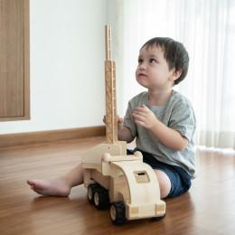 Camion de pompier en bois - à partir de 3 ans *
